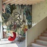 Daisy James behang The Hosta