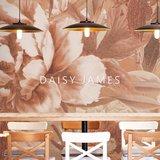 Daisy James behang The Hosta Terra